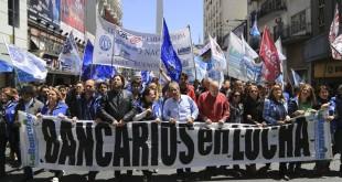 zzzznacp2 NOTICIAS ARGENTINAS BAIRES, OCTUBRE 28: Vista de la movilizacion en el microcentro porteño, por parte del gremio bancario, durante el paro del dia de hoy. FOTO: JUAN VARGAA-plzzzz