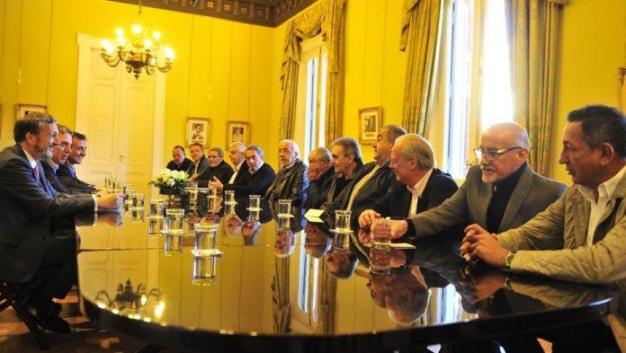 Tras-la-reunión-con-el-Gobierno-la-CGT-dejó-el-paro-en-pausa-696x393