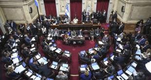 """zzzznacp2NOTICIAS ARGENTINAS BAIRES, ABRIL 29: (ARCHIVO) El Senado ya tiene listo el """"Procedimiento de Control de Personal"""" por el cual los trabajadores de la Cámara deberán registrar su ingreso y egreso, aunque los legisladores podrán autorizar """"excepciones"""" para sus empleados. Foto NA: CHARLY DIAZ AZCUEzzzz"""